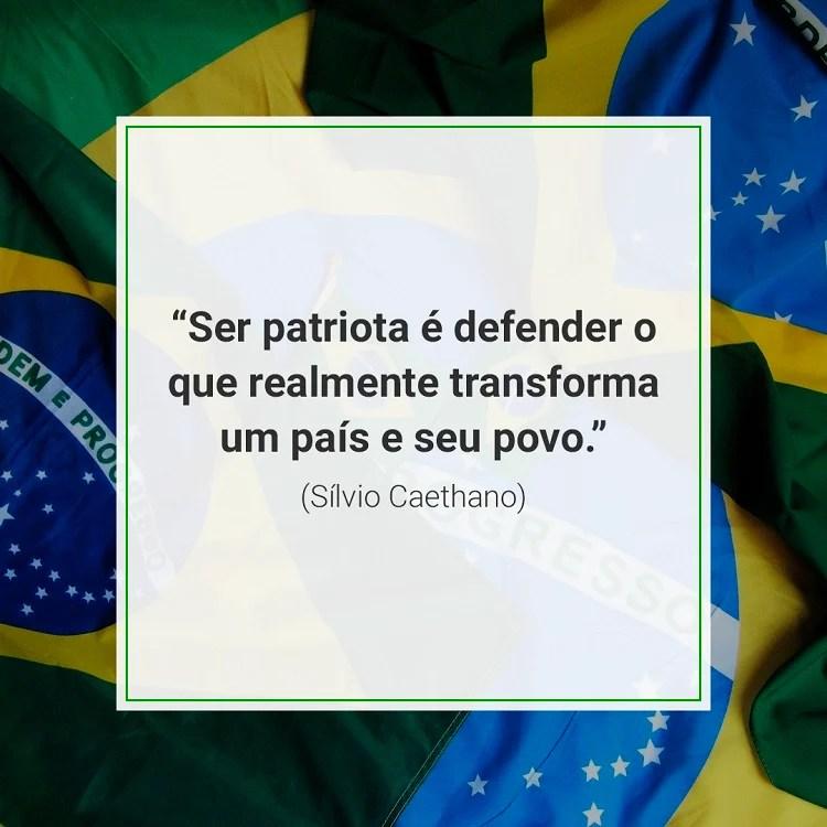 citação sobre patriotismo em foto de bandeiras do Brasil