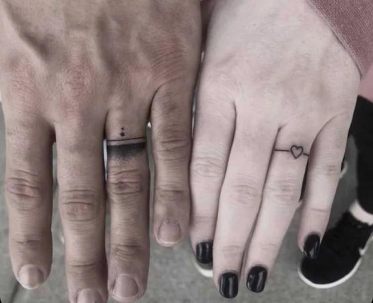 tattoo em forma de anel.