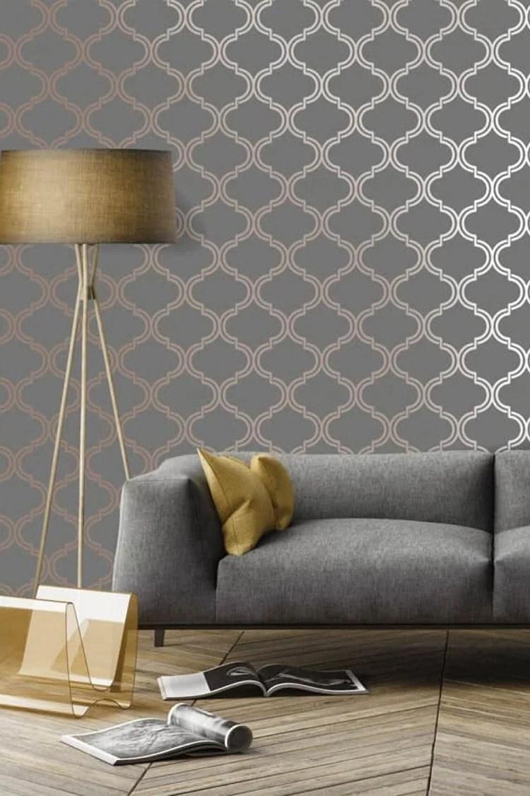 Foto de sala de estar com papel de parede