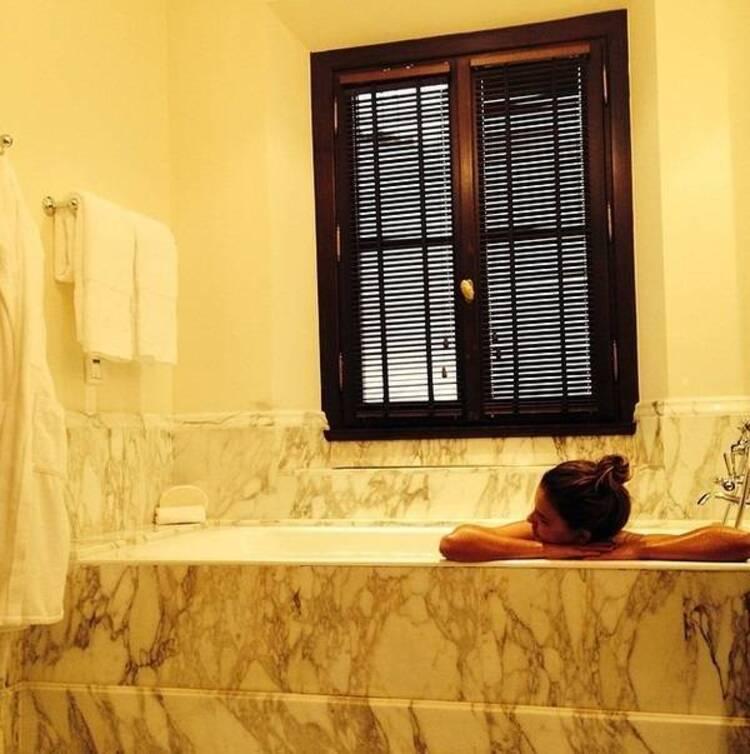 Banheiros de famosos: Mariana Rios.