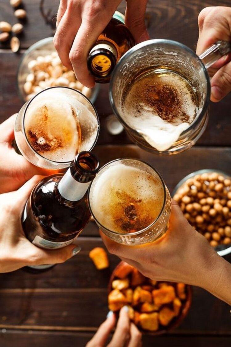 Canecas e garrafas de cerveja são proibidos para quem tem refluxo.