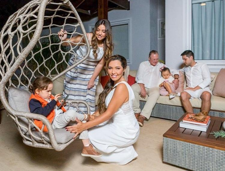 Foto da família da sambista Karinah.