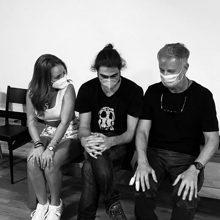 Foto de Larissa Manoela, Rafael Vitti e Marcello Novaes.