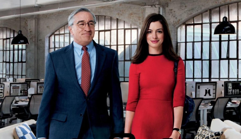 Atores Robert De Niro e Anne Hathaway.