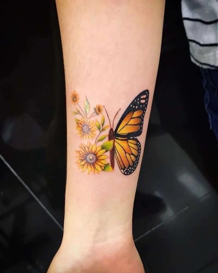 Tatuagem de girassol com borboleta