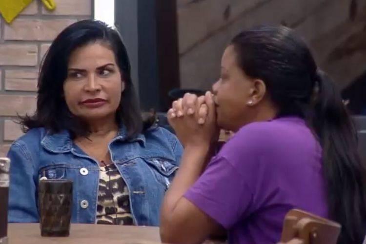 Solange Gomes, Mc Gui e Tati Quebra Barraco conversam em A Fazenda