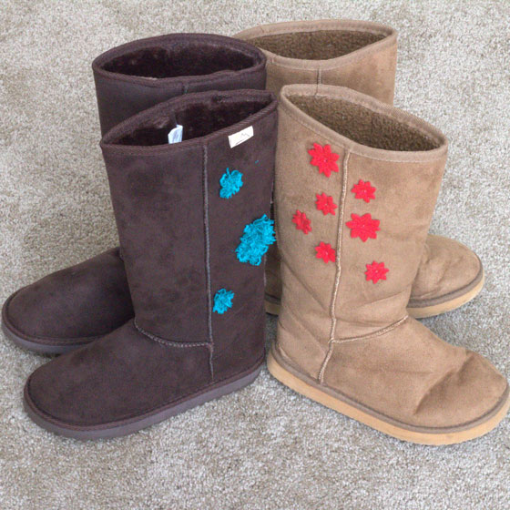 Do it yourself decoration for fabric boots i have two pairs of fabric boots one in dark brown and the other in light beige similar to the ones on the links below i used thin emerald lace from solutioingenieria Choice Image