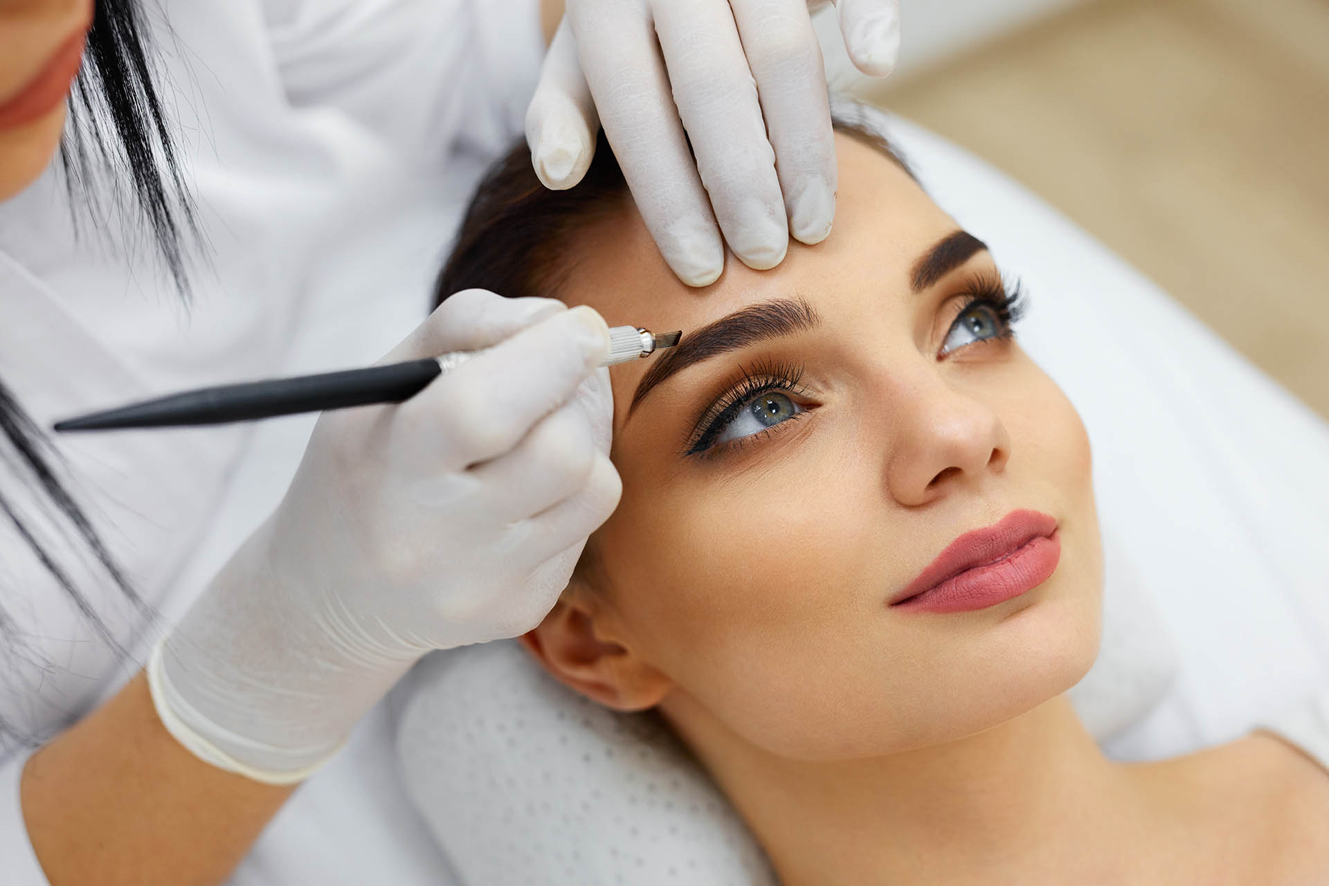 What to expect during your appointment to a permanent makeup artist permanent makeup artist solutioingenieria Choice Image