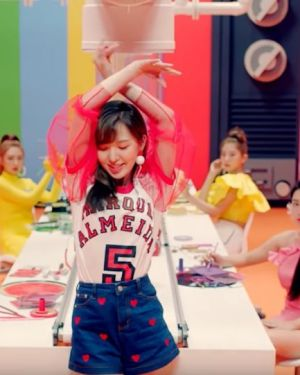 T-Shirt with Tulle Arms | Wendy – Red Velvet