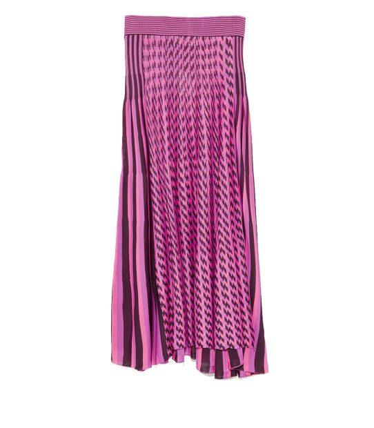 GI-DLE Yuqis pink skirt in the Hann MV
