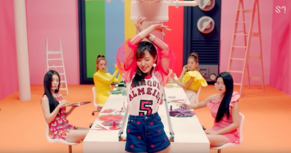Wendy Irene Power Up MV FASHION (1)