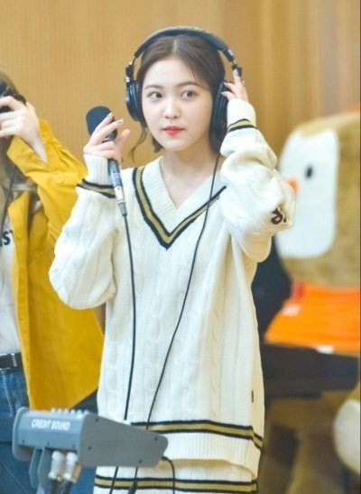 College Sweater | Yeri – Red Velvet