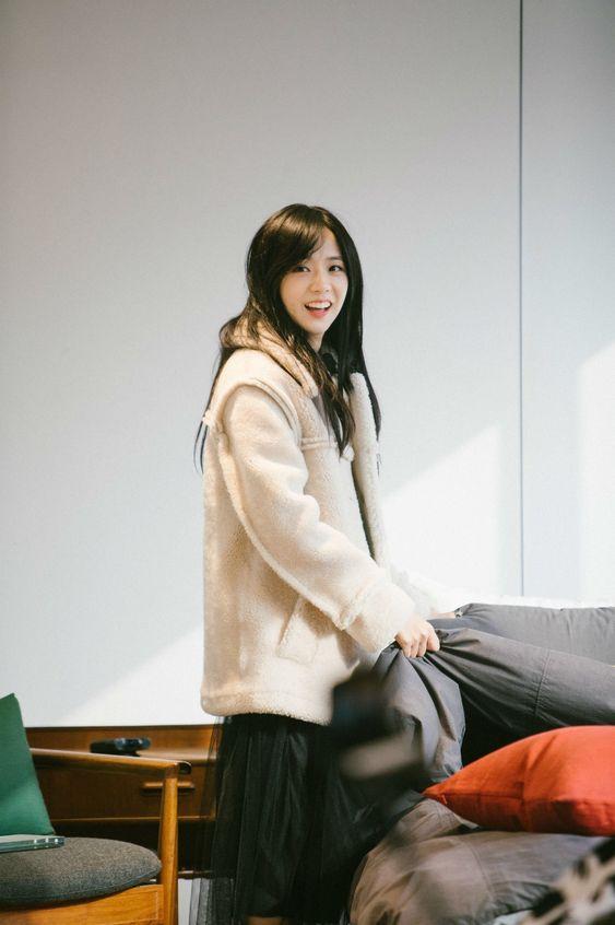 White Winter Jacket | Jisoo – BlackPink
