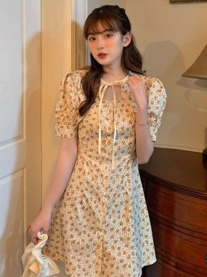 Jisoo Beige Flower Dress (10)