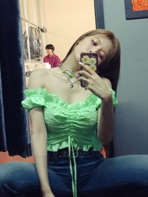 Pleated Lace Ruffle Crop Top   Hyuna