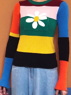hyuna-rainbow-daisy-sweater