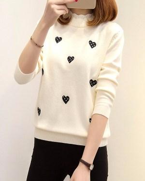 twice-dahyun-beige-sweatshirt-black-heart