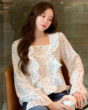 Dahyun Small Hearts Ruffled Blouse (4)