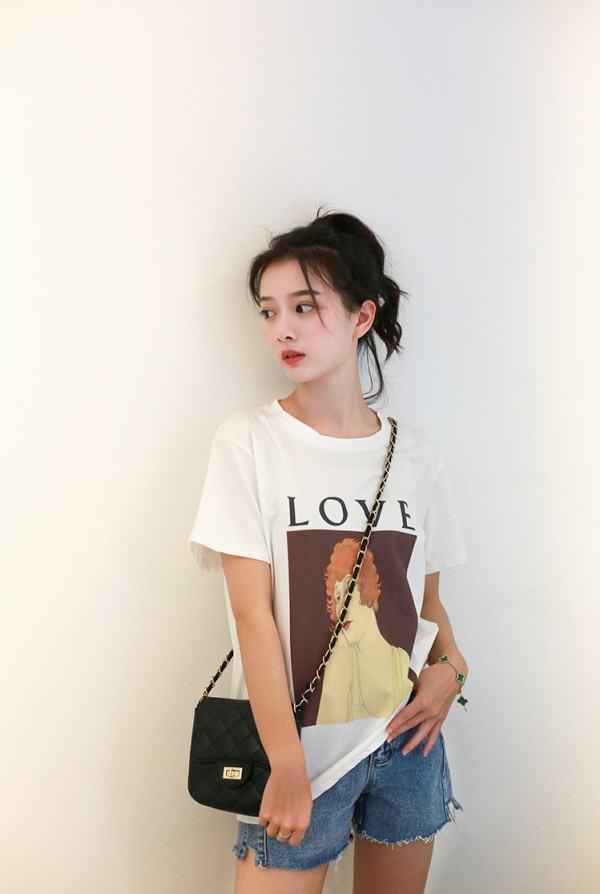 Woman Portrait T-Shirt   Rose – BlackPink