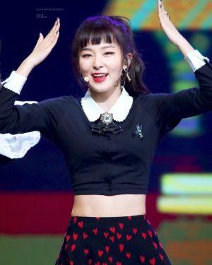 White Doll Collar Black Shirt With Brooch   Seulgi – Red Velvet