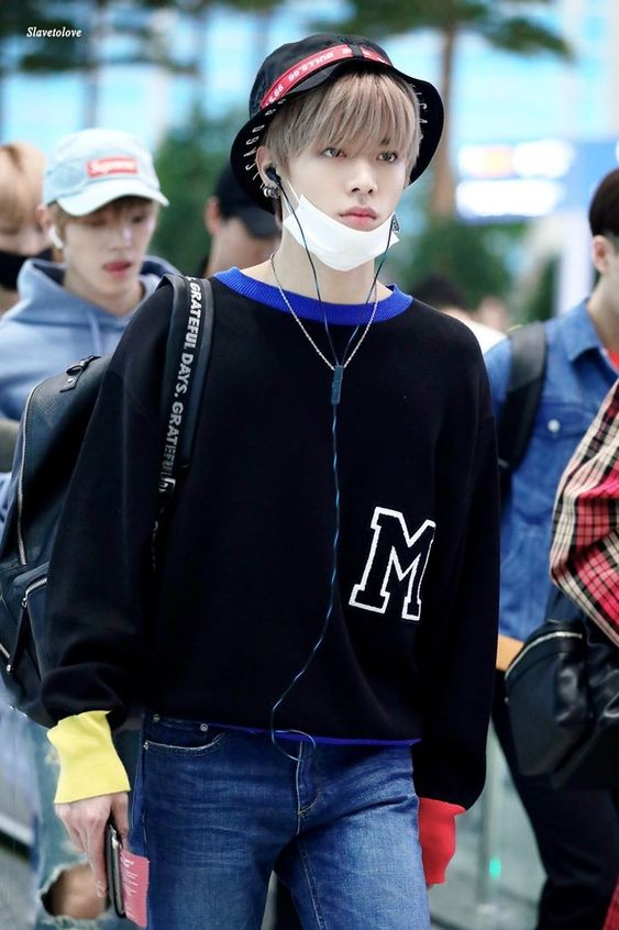 Letter M Loose Sweater | Yuta – NCT