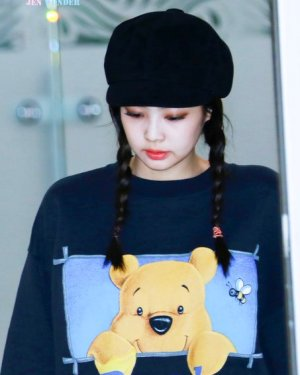 Pooh Black Sweater | Jennie – BlackPink