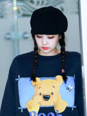 Pooh Black Sweater | Jennie – BlackPink