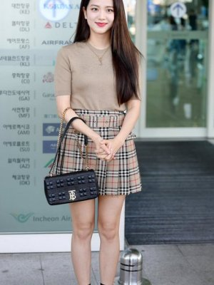 Lattice Pleated Plaid Beige Skirt | Jisoo – BlackPink