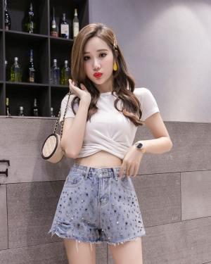 Ryujin Beads Studded Blue Denim Shorts (8)