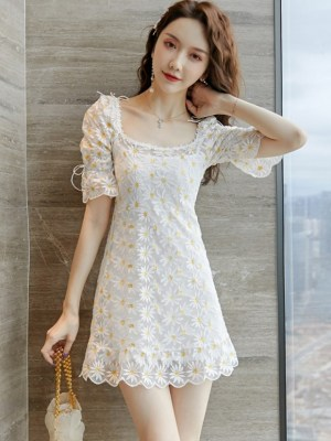 Hyuna Flower Embroidered Dress (9)