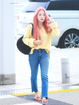 Light Yellow V-Neck Sweater | Yeri – Red Velvet