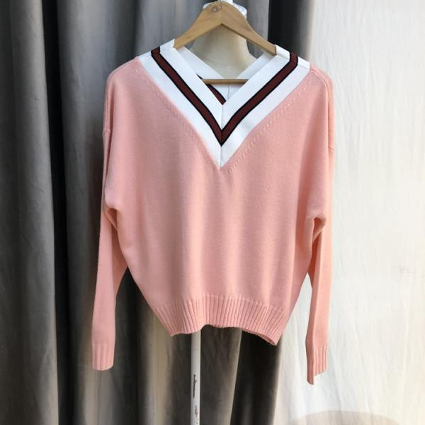 Pink V-Neck Sweater | Yuna – ITZY