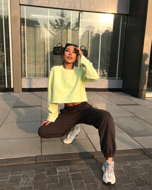 Jennie Light Green Sweatshirt (9)