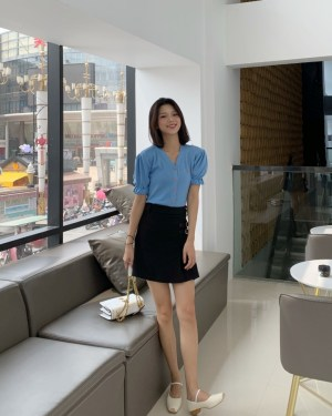 Jisoo Puff Sleeve Blue Blouse & black Side Buckles Designed Skirt (6)