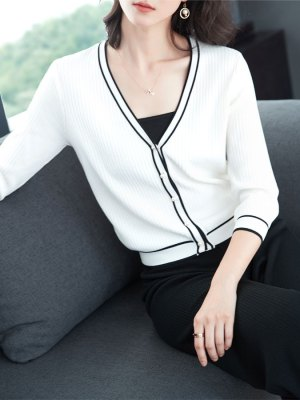 Wendy Black Outlined Buttoned Cardigan (1)