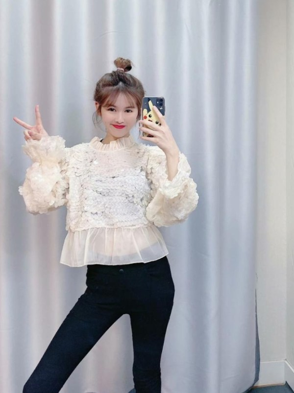Sequined Ruffled Collar Blouse | Miyeon – (G)I-DLE