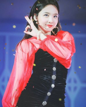 Black Velvet Tube Dress | Nayeon – Twice