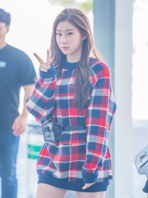 Large Plaided Sweater | Chaeryoung – ITZY