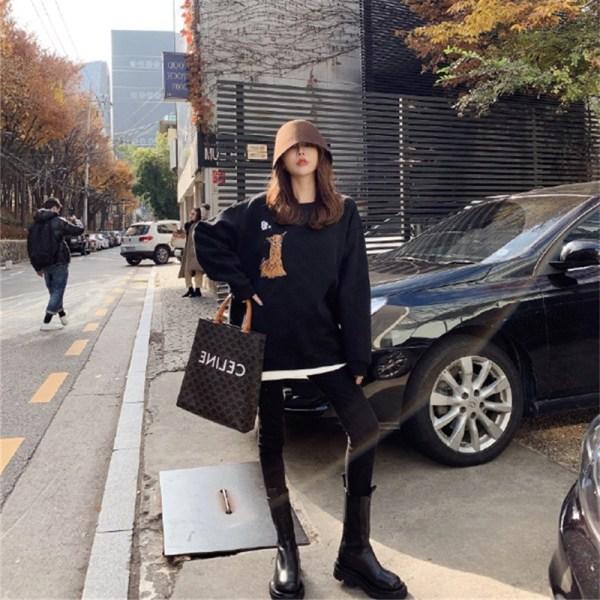 Sitting Alpaca Pullover | Hyunjin – Stray Kids