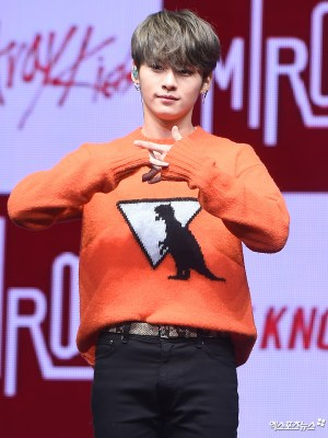T-rex Dinosaur Sweater | LeeKnow – Stray Kids