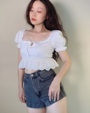 Lisa Short Sleeved White Ruffled Crop Top (16)