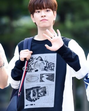 Black Cuff Long Sleeve Sweatshirt | Seungmin – Stray Kids