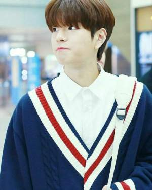 Loose V-neck Knited Cardigan | Seung Min – Stray Kids