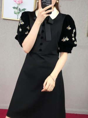 Chaeyoung Bee Embellished Velvet Short Sleeve Dress 00007