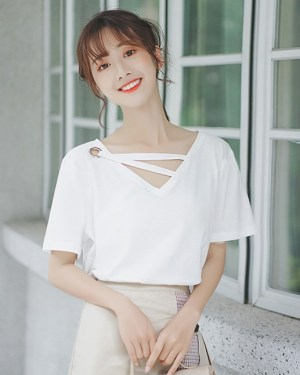 Trendy White V-neck T-Shirt (9)