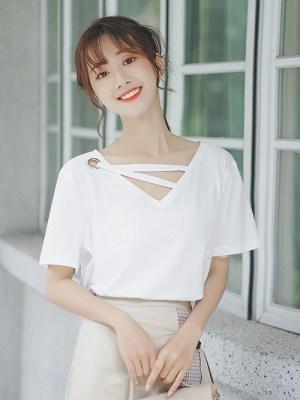 Trendy White V-neck T-Shirt (9)