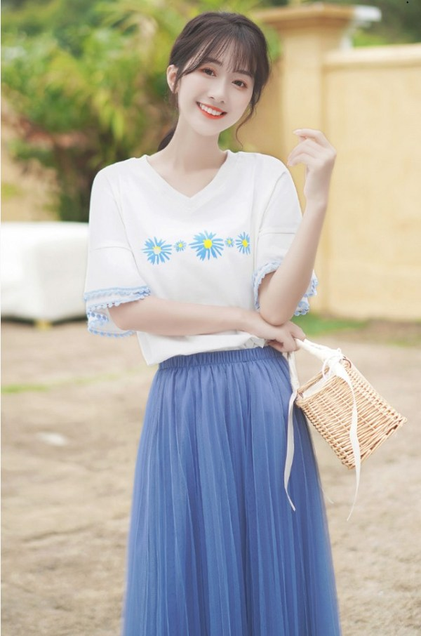 V-Neck Floral Printed Bell Sleeve T-Shirt