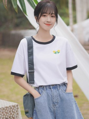 White T-shirt With Two Yellow Flowers (4)