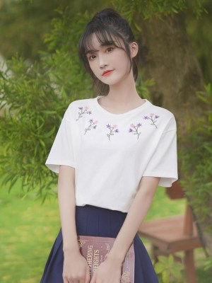 White Tee With Embroidered Flowers (2)