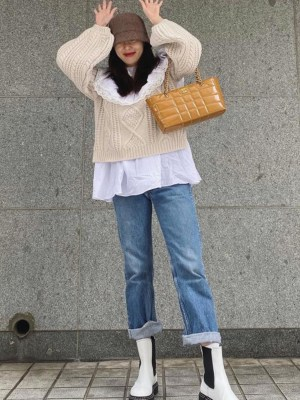 Ruffled Collar Beige Sweater | Hyuna